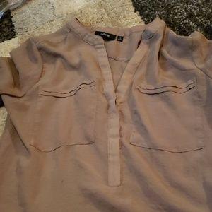 Lightweight 3/4 sleeve shirt.